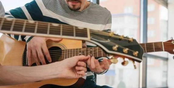 学吉他都会遇到,左手小指和无名指的无力和分不开!